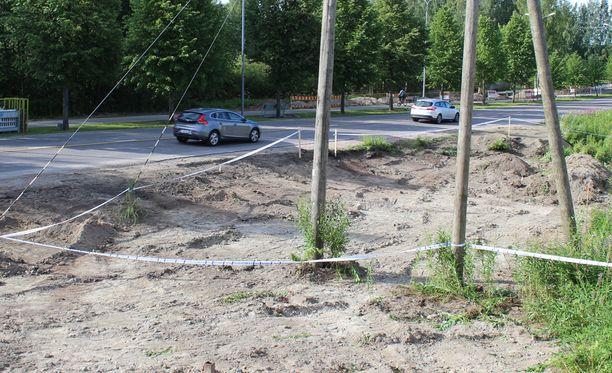 Poliisi on eristänyt luiden löytöpaikan Seppäläntien varrella.