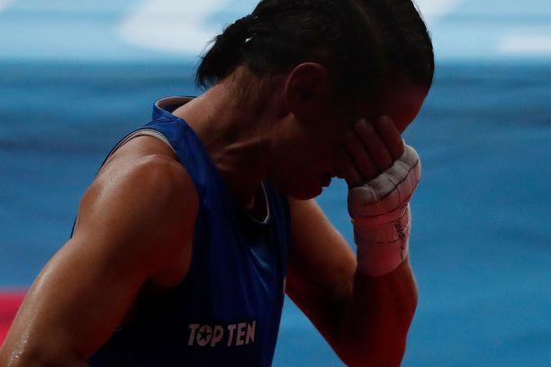 Mira Potkonen puhkesi itkuun, kun taival olympialaisissa päättyi tappioon.
