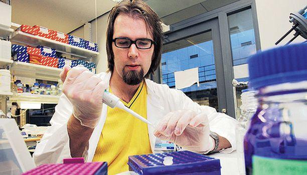 Akseli Hemminki haluaa löytää lääkkeen syöpään.