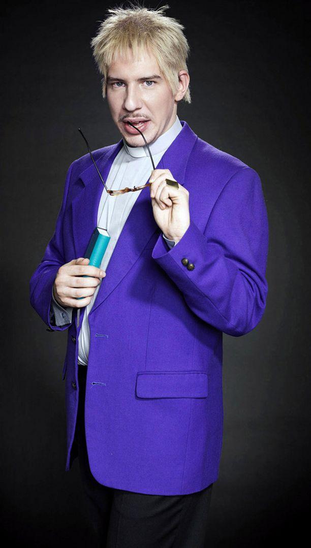 Aku Hirviniemen hahmo kaksimielisiä sutkautuksia heittelevä pastori Usko Eevertti Luttinen.