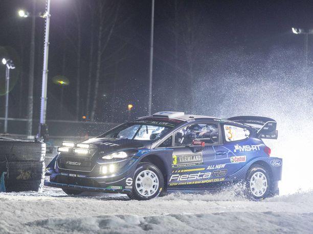 Teemu Suninen paahtaa Ruotsin MM-rallin kärjessä.