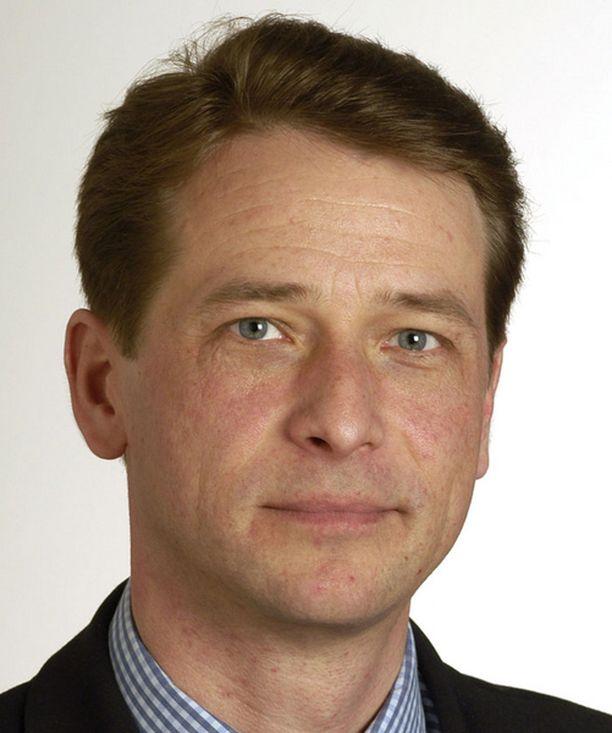 Kaupunginvaltuuston puheenjohtaja Tapani Mäkinen ei näe Kehäradan toteutumiselle mitään estettä.