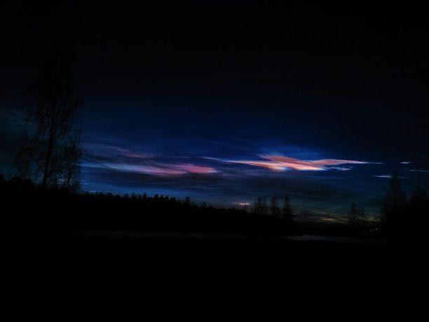 Taivaanvahti-palveluun tuli havaintoja helmiäispilvistä eri puolilta Suomea. Tämä kuva on Jyväskylästä.
