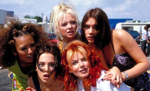 Twitterissä jaetulla videolla Spice Girls -yhtyeen jäsenet ripittävät mainosohjaajaa, joka vaati näiltä enemmän paljasta pintaa.