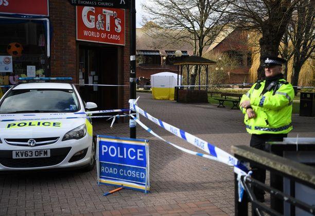 Poliisi vartioi eilen tapahtumapaikalla Britannian Salisburyssa.