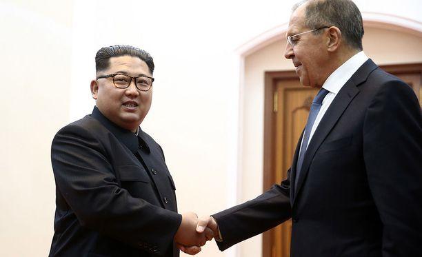 Pohjois-Korean johtaja Kim Jong-un vastaanotti Venäjän ulkoministerin Pjongjangissa torstaina.