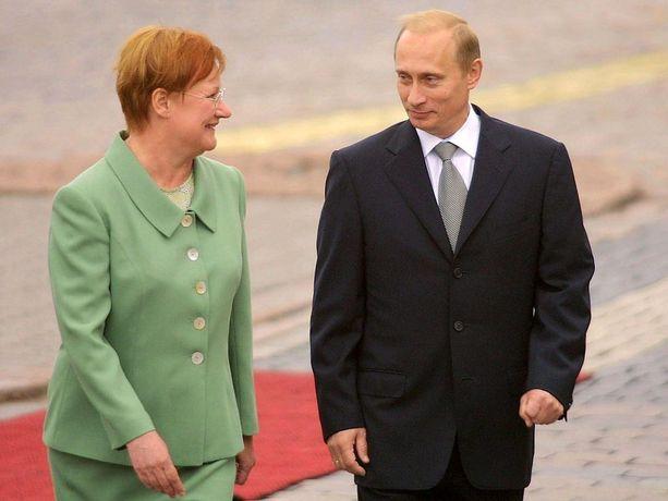 Ensimmäisen kerran Putin teki virallisen valtiovierailun Suomeen syyskuussa 2001, jolloin hän oli 48-vuotias. Tuolloin hän vieraili presidentti Tarja Halosen luona.