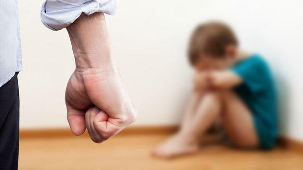 Vanhemmat tuomittiin pienten lastensa pahoinpitelyistä sakkoihin.