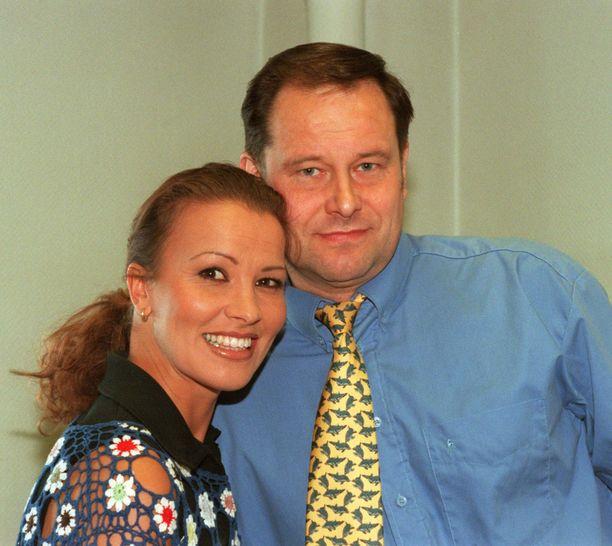 Tapani Kansa vuonna 1997 tangokunigatar Arja Korisevan kanssa.