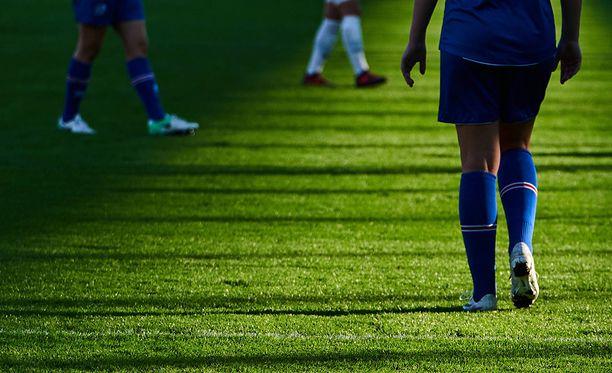 Emma toivoo, että Ruotsin jalkapalloliitto ryhtyy toimiin luettuaan hänen tarinansa. Kuvituskuva.