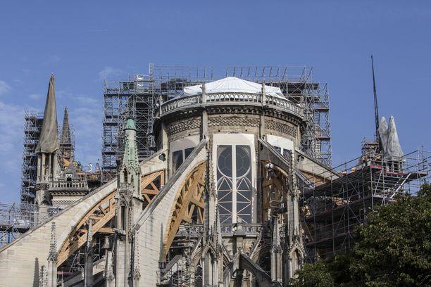 Huhtikuussa Notre Damen katedraali tuhoutui pahasti tulipalossa.