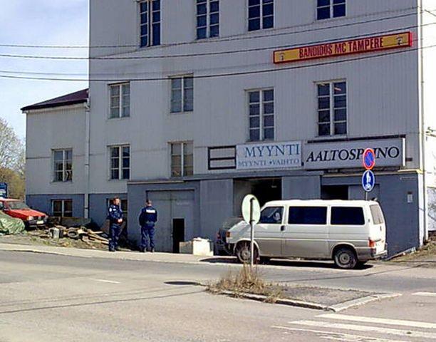 Poliisit ratsasivat Tampereen Bandidoksien tilat.