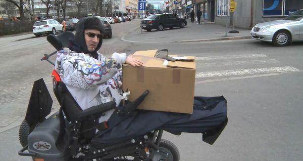 Oululainen Ville Jaarano aikoo matkata sähköpyörätuolilla Oulusta Lissaboniin.