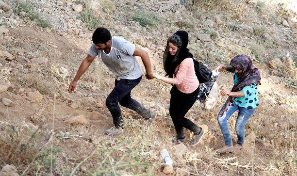 Jesidit pakenivat elokuussa Isisiä Irakista lähelle Sirnakin kaupunkia Kaakkois-Turkissa. Kaikki, jotka eivät kääntyneet islamiin, tapettiin, selvinneet kertoivat.