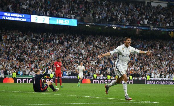 Cristiano Ronaldon hattutemppu nosti miehen maalimäärän Mestarien liigassa jo 103:een.