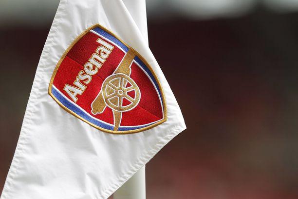 Arsenal tuomittiin valmentajansa irtisanomisesta.