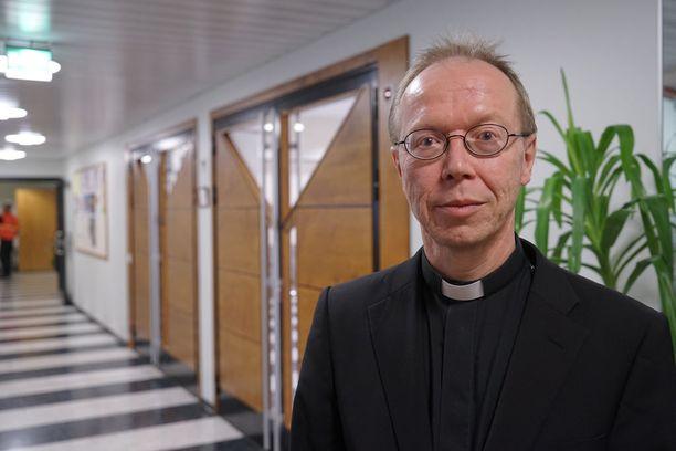 Kirkkoherra Arto Marttisen mukaan surun harso on yhä Imatran yllä.