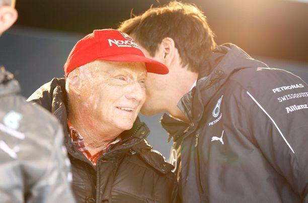 Niki Lauda ja Toto Wolff työskentelivät yhdessä Mercedes-tallin johdossa.