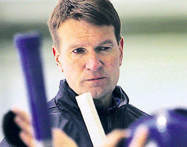 Radikaalein Westerlundin ratkaisuista on ottaa Tommi Santala katsomosta ykkösketjun keskushyökkääjäksi.