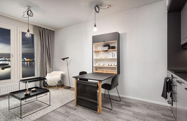 Smartti -asunnon ratkaisuja: ruokapöydän saa nostettua seinälle.