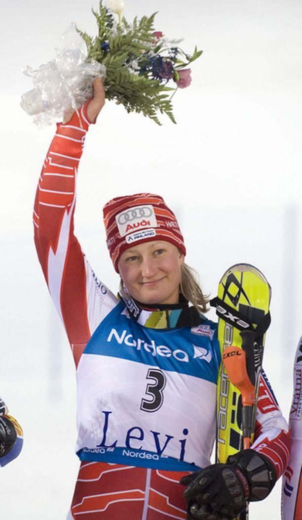 Tanja Poutiainen on laskenut kauden jokaisessa kilpailussa kuuden kärkeen.