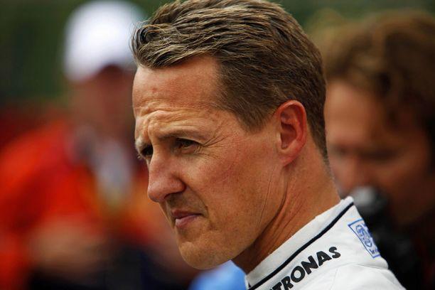 Michael Schumacheria hoidetaan Pariisissa, kertoo Le Parisien.