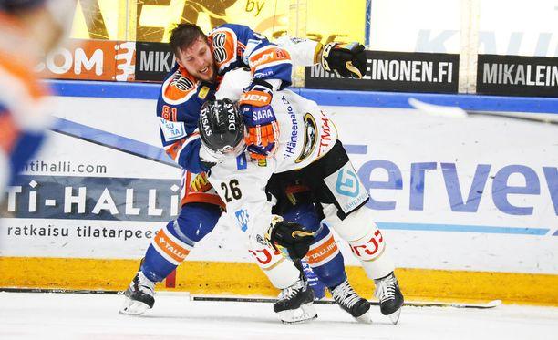 Jukka Peltola survoi Shauan Heshkaa.