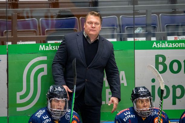 Pekka Virta valmentaa Lukkoa.
