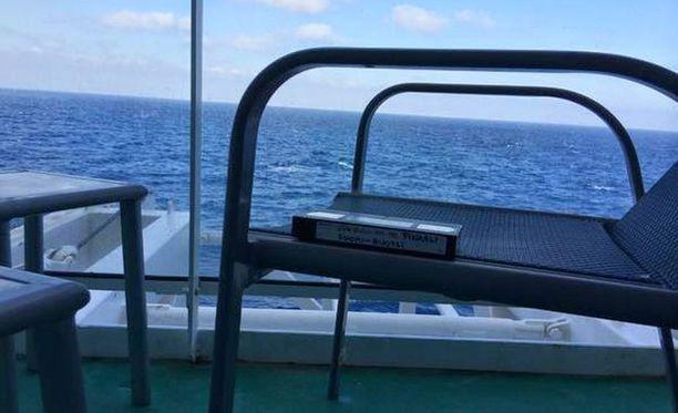 Keskellä Atlantin valtamerta rauhoittumassa