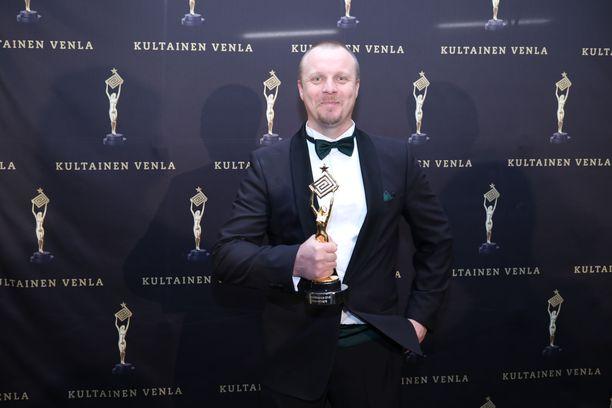 Aki Huhtanen liikuttui Venla-voitosta.