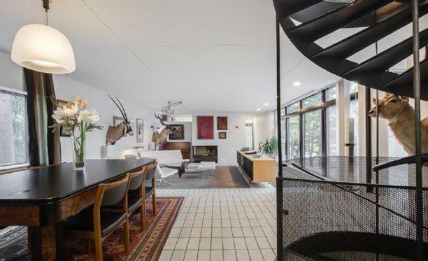 Kansainvälisissä arkkitehtuurijulkaisuissakin näkynyt Heikki ja Kaija Sirenin suunnittelema rivitalon päätyasunto on Tapiolan katsotuin myytävä asunto.