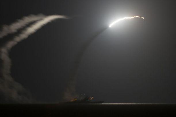 Syyrian paikallishallinto ilmoitti, että ihmisiä on kuollut iskussa Shayratin lentokentälle.