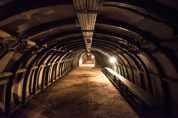 Vanha kaivostunneli Walbrzychin kaivosmuseossa.