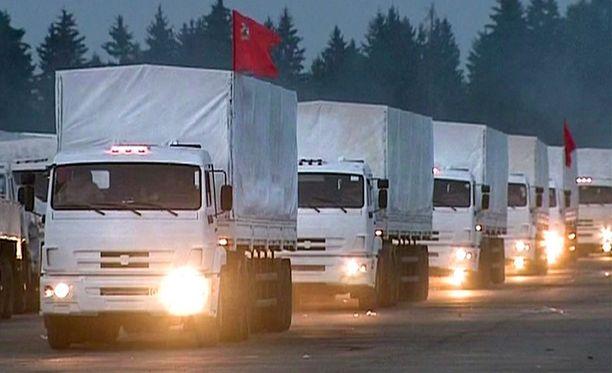 Venäjän mukaan sen avustuskuljetukset ylittävät Ukrainan rajan Punaisen Ristin valvonnassa.