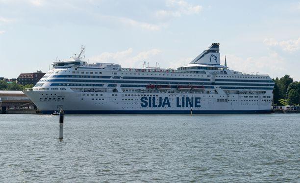 Kaksi arvokasta ravihevosta kuoli merimatkan aikana Silja Symphonylla.