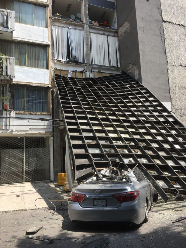 Ainakin 29 rakennusta on sortunut Méxicon kaupungissa.