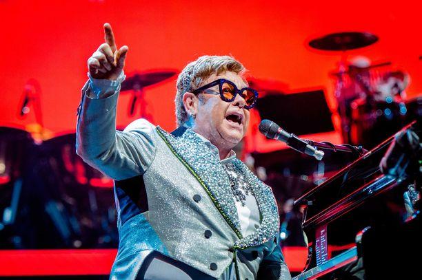 Elton John yllätti opiskelijat.