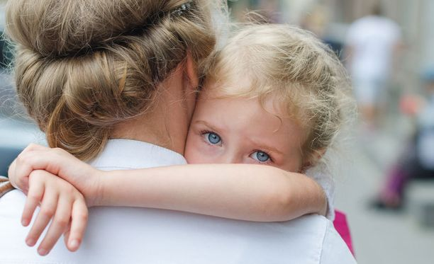 Väkivallan taustalla vaikuttavat äitien kokema stressi.