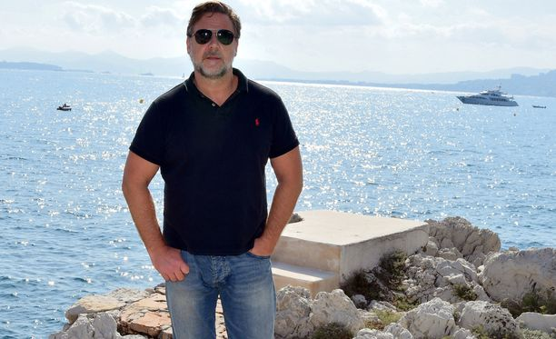 Russell Crowe vuonna 2016 Cannesissa rennossa loma-asussa.