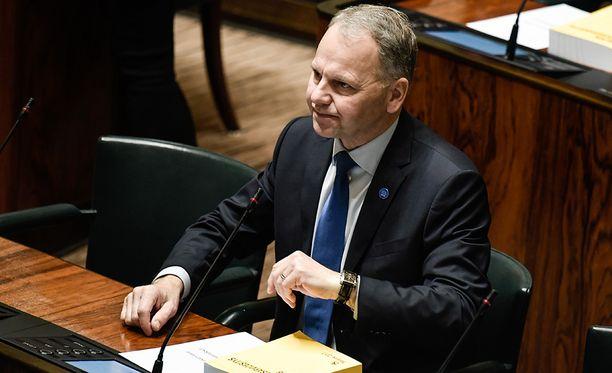 Maa- ja metsätalousministeri Jari Leppä antoi kenkää erityisavustajalleen maaliskuun lopussa.