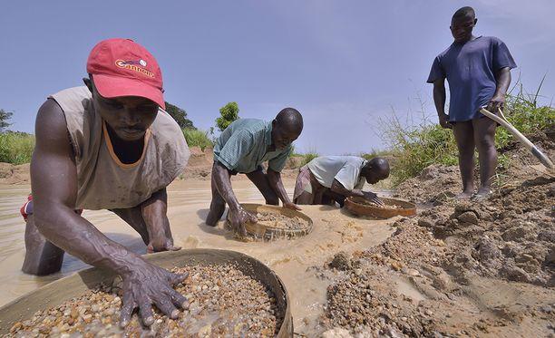 Sierra Leonen timanttialueilla yksityiset timantinetsijät ovat tuttu näky.