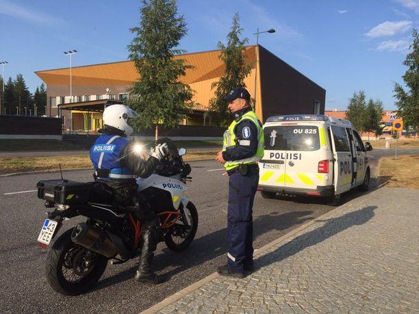 Oulun seudulla valvottiin liikennettä monissa kohteissa koulujen alkamispäivänä.