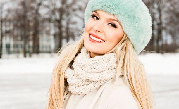 Pia poseerasi Iltalehdelle vieraillessaan helmikuussa Suomessa.