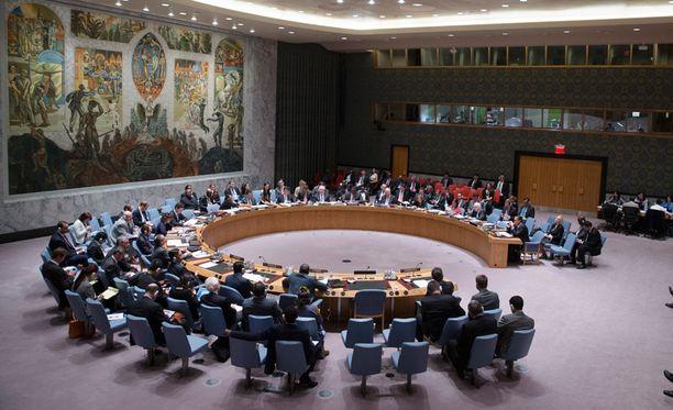 YK:n turvallisuusneuvoston hätäkokous alkoi Suomen aikaa kello kolmelta maanantain vastaisena yönä Venäjän pyynnöstä.