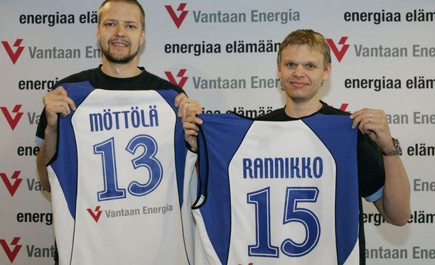 Susijengin fanit lauloivat Hanno Möttölälle ja Teemu Rannikolle onnittelulaulun. Arkistokuva.
