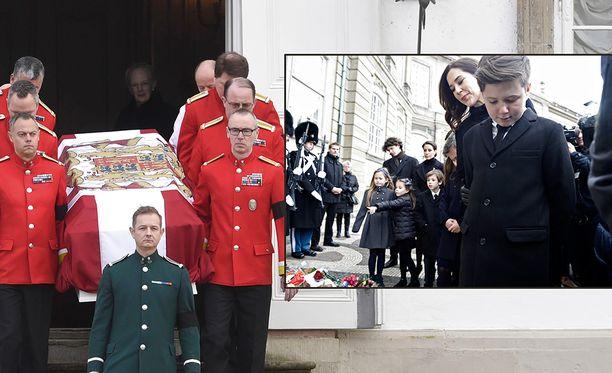 Prinssi Henrikin viimeinen matka alkoi. 12-vuotias prinssi Christian kunnioitti isoisänsä muistoa.