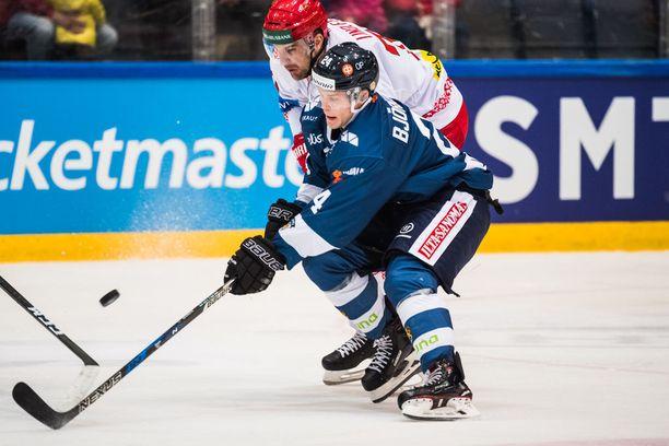 Voimahyökkääjä Kasper Björkqvist tavoittelee MM-kisapaikkaa nöyrällä työnteolla.