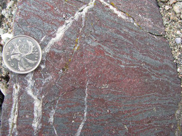Löydöt tehtiin Kanadan Quebecissä paikalta, jossa on vanhimpia tunnettuja kivikerrostumia.