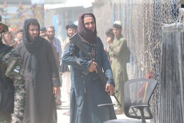 Taliban vartioi Torkhamin rajanylityspaikkaa Afganistanin ja Pakistanin välillä 24. elokuuta.