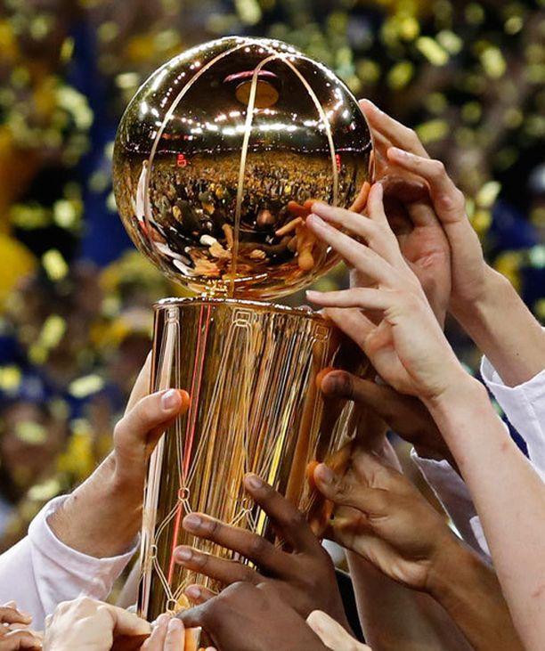 Golden State Warriors pääsi nostamaan NBA:n mestaruuspyttyä.
